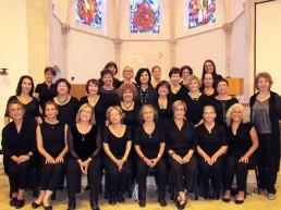 Der Chor arbeitet in Tel Aviv, Israel unter der Leitung von Ira Kalechman und mit der Piano Begleitung von Arin Maisky. Das Ensemble besteht aus 25 Laiensängerinnen, die aus verschiedenen Berufen kommen
