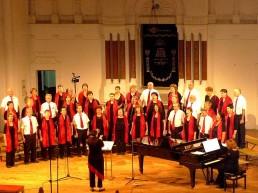 Der Amakim Chor wurde 1980 gegründet und besteht aus ca. 45 Sängerinnen und Sängern aus dem Norden Israels. Die meisten Choristen leben in einem Kibbutz oder Moschaw, einige in Nachbarstädten.
