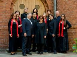 Das »Synagogal Ensemble Berlin« ist das einzige Profi-Ensemble, das jeden Freitagabend, Schabbatmorgen sowie an allen jüdischen Feiertagen die Liturgie von Louis Lewandowski zum Klingen bringt.