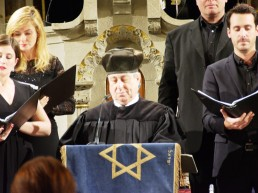 Kantor Isaac Sheffer singend in der Synagoge Rykestraße